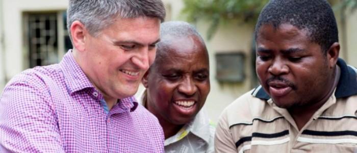 Fundraising Seminar in Chinhoyi mit Gerd Henghuber und Diözesanpriestern im Pastoral Center, aufgenommen am 16.4.2015