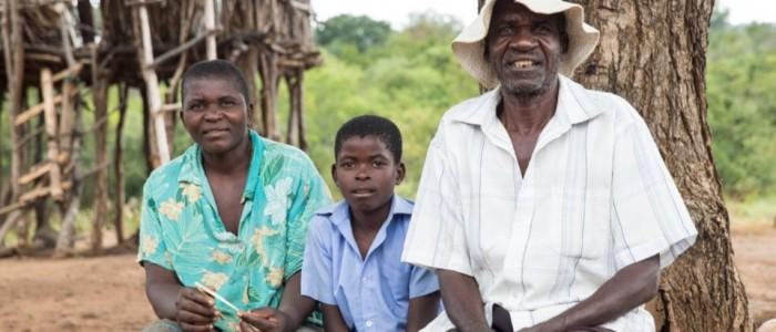 Dörfliches Leben bei der Missionsstation Mary Mount in Simbabwe am 18.4.2015, aufgenommen von Christian Ender. Die Missionsstation wurde von deutschen Jesuiten geleitet und die Arbeit wird nun von einem Diözesanpriester weitergeführt.