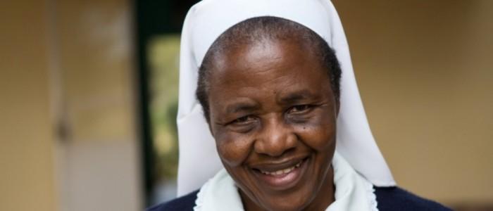 Sister Florence, Matron des Krankenhaus  St. Rupert Mayer Mission in Chigaro, 90 km südwestlich von Chinhoyi in Simbabwe  Auf dem großen Areal sind ein Krankenhaus, eine High School, Primary-School, Kindergarten sowie Unterkünfte untergebracht.  Fotografien aufgenommen am 9.5.2013 von Christian Ender in Chigaro, Simbabwe