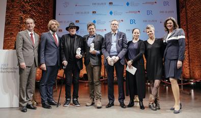 Corporate Citizenship Projekt 29-2018 - Bayerischer Buchpreis - Vorsitzender Michael Then, die Jury, alle Preisträger und Ilse Aigner.